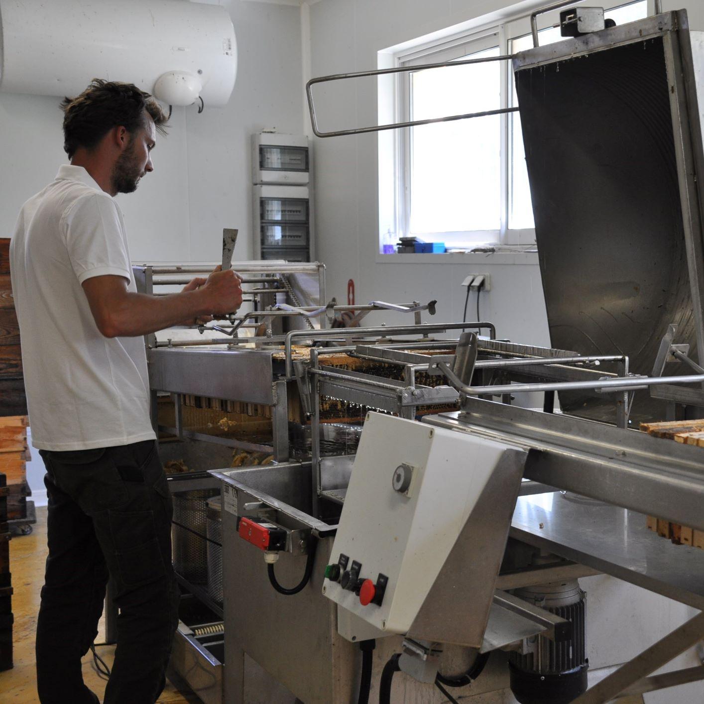 extraction miel ruchers clauzeille paul luttge